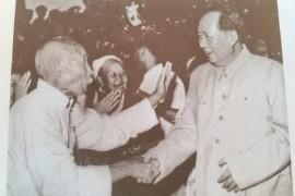 从《毛泽东画传》拍下这张照片:那个时候老百姓真是发自内心的喜欢毛主席