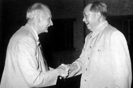 毛泽东思想武装起来的人民军队是战无不胜的!