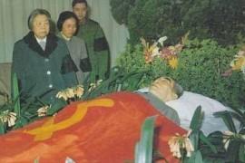指责毛泽东不参加周恩来追悼会的人该扪心有愧了!