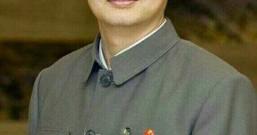 CPU龙芯首席科学家胡伟武穿中山装戴毛主席像章回答记者提问