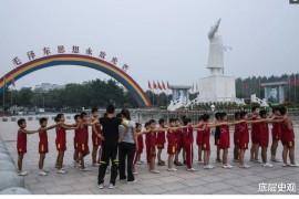 """中国红色""""亿元村"""",至今仍是共产模式生活,毛主席形象四处可见!"""